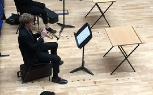 New-style orchestra rehearsal