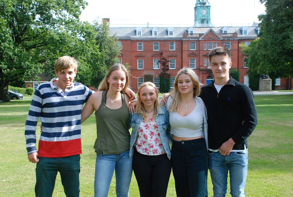 L-R: Will Owen, Natalie Dee, Issie Halfpenny-Edwards, Lucy Lees, Chris Beard
