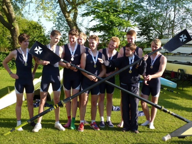 J15A eight with the National Schools silver medals
